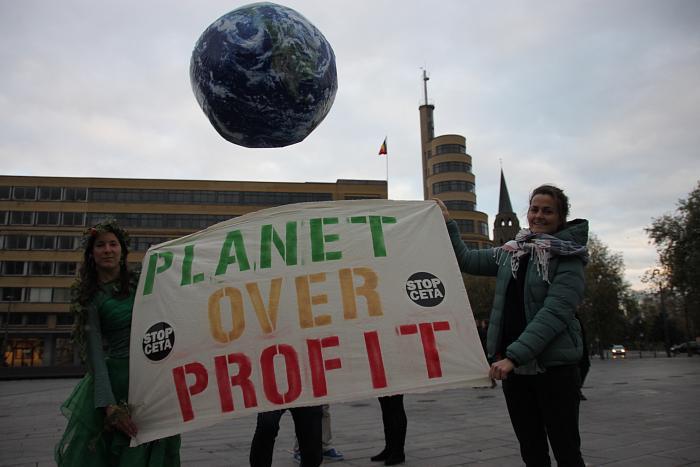 TTIP Game Over : des centaines d'activistes ripostent à Bruxelles contre les traités de libre-échange !