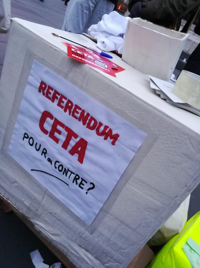 Des milliers de personnes exigent un référendum sur le CETA